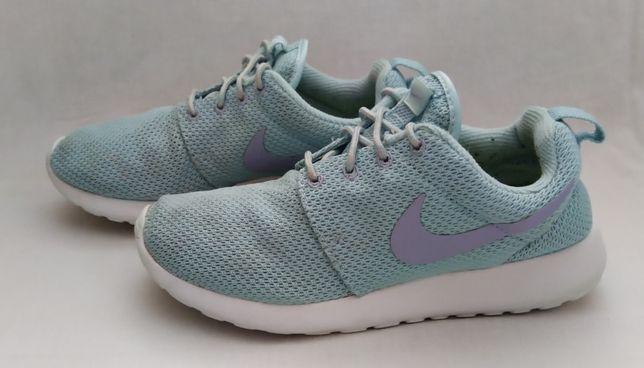 Кроссовки Nike Wmns Roshe One. Размер 37.5