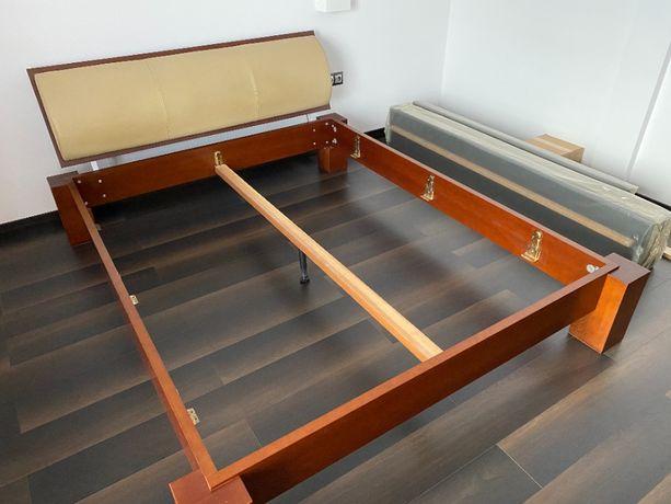 Łóżko drewniane firmy Lissy, naturalna skóra, Stan bardzo dobry