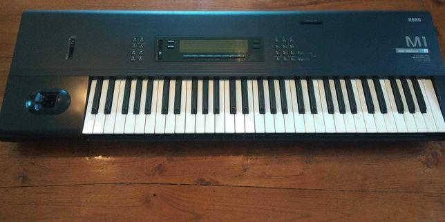 Korg M1 sintetizador anos 90.