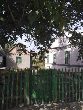 Продам 2/3 дома в центре Верхнеднепровска, возле парка,коледжа,Днепра