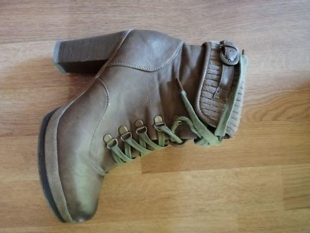 Brązowe buty zimowe na obcasie, botki w rozmiarze 39