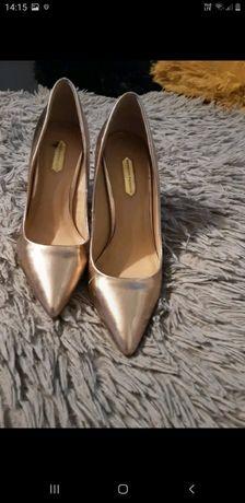 Eleganckie pantofle na szpilce