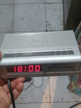 Radio Despertador Bench