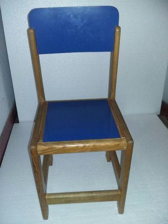 Cadeiras para crianças (Azuis e Vermelhas)