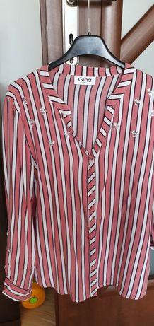 Bluzeczka z ozdobionymi szkiełkami.
