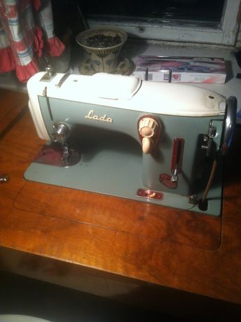 Швейная/швейна машина Лада 237 зі столом в-ва Чехія