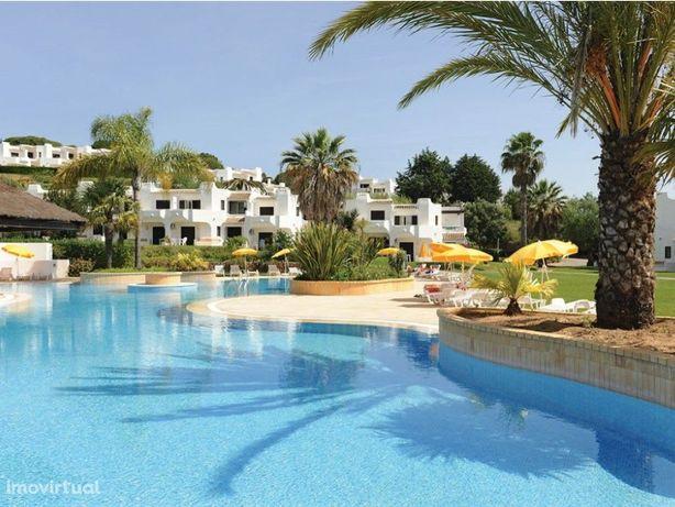 Apartamento com 2 quartos inserido no excelente resort Cl...