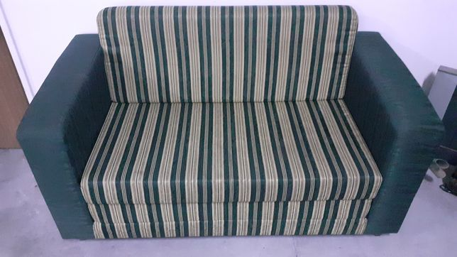 Sofá verde 1,50 cm