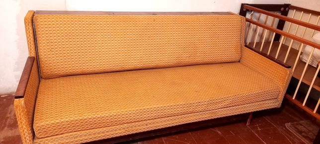 Продам  диван.  500 грн