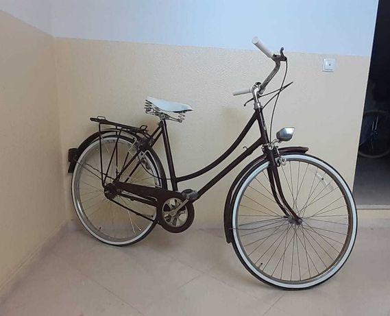 Bicicleta antiga Riley Pasteleira