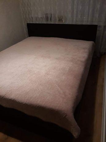 Łóżko z pojemnikiem na pościel 180x210