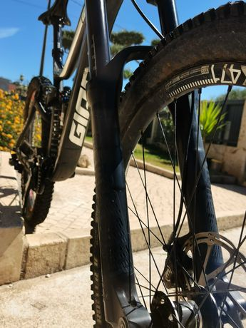 Bicicleta Downhill Giant Glory