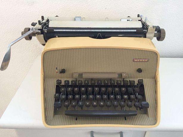 Máquina de Escrever Antiga MESSA