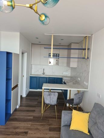 Сдается  2 комнатная квартира с дизайнерским ремонтом и парко местом!