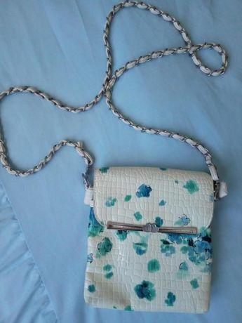 Стильная сумочка с ремешком
