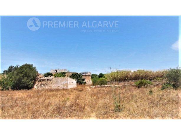 Terreno com 7.200 m2 e ruína - Pechão - Olhão