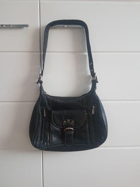 Czarna torebka na ramię skóra naturalna