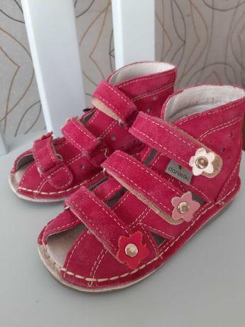 Buty danielki profilaktyczne dla dziewczynki 23 stan bdb