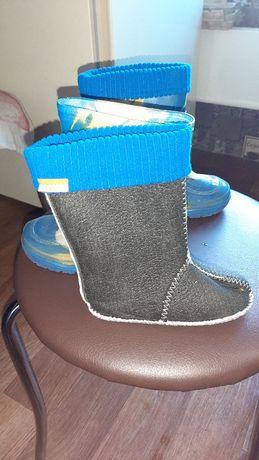 Продам резинові чобітки
