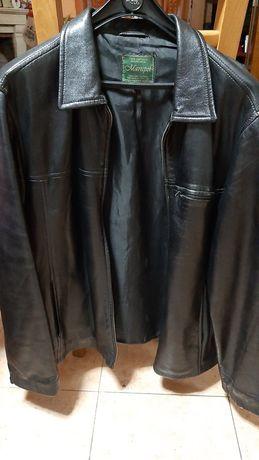 Casaco de pele original preto.