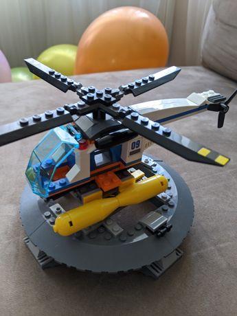 Вертолет Lego + взлётная полоса