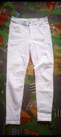 Białe spodnie Reserved