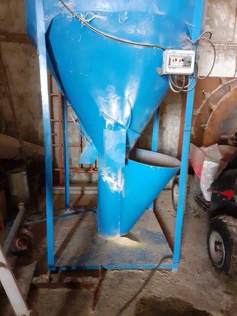 Misturador com moinho de martelos