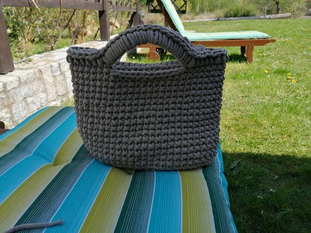 Śliczna torebka ręcznie robiona na szydełku
