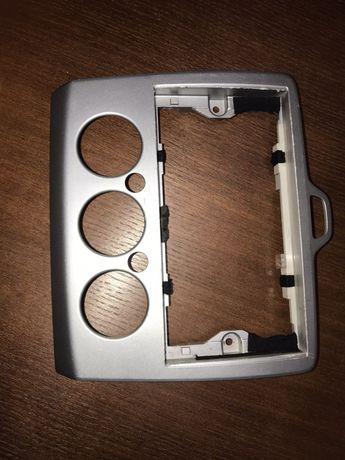 Рамка магнитолы Ford Focus II