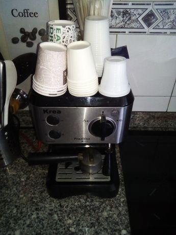 Máquina de café em muito bom estado