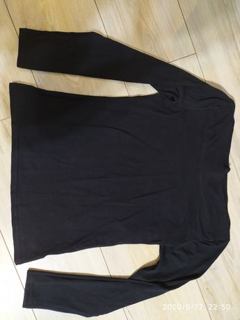 Czarna koszulka z długim rekawem