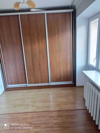 Сдам двухкомнатную квартиру на Бульваре, 5000+коммунальные.