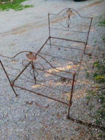 Cama de ferro muito antiga