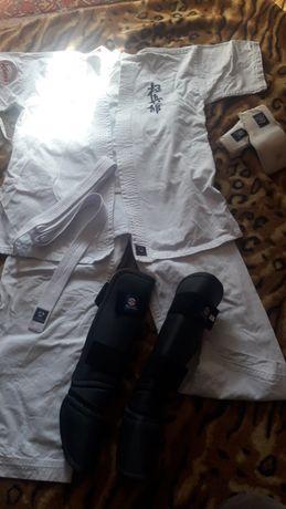 Кимоно на подростка,перчатки,защита для ног