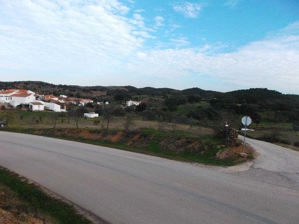 2 Moradias +  450 m2 de Terreno Urbano.Vaqueiros -Alcoutim