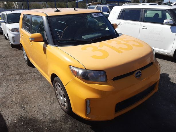 Toyota Scion XB 2013год/002 желтый