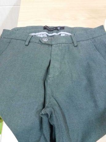 Calças em tecido verde seco