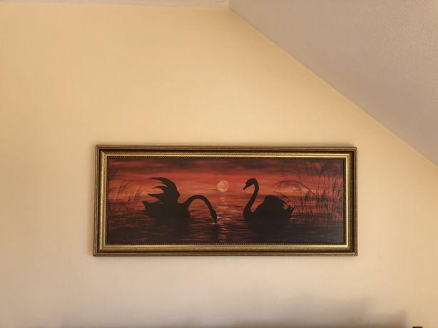 duzy obraz z zachodem slonca i labedziami