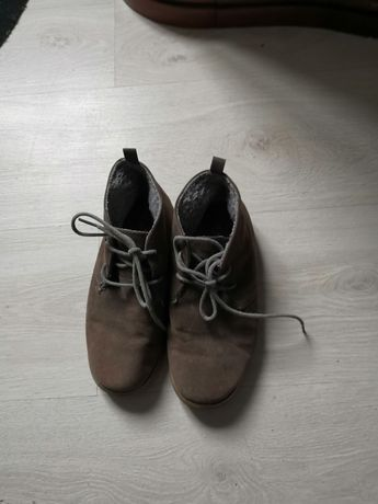 Botas em bom estado com pêlo