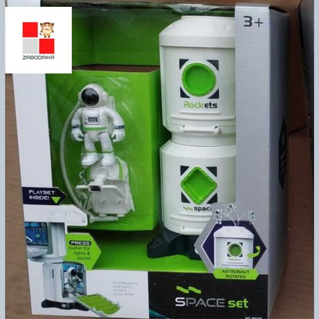Детская космическая станция, луноход, космонавт