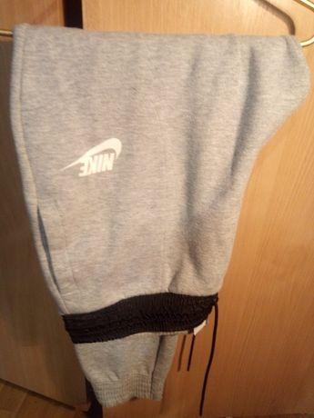 Штаны Nike на манжетах
