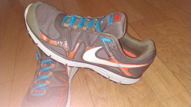 Ténis corrida pronador Nike