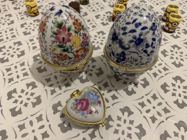 Ozdoba szkatułka puzderko - dwa porcelanowe jajka i serduszko