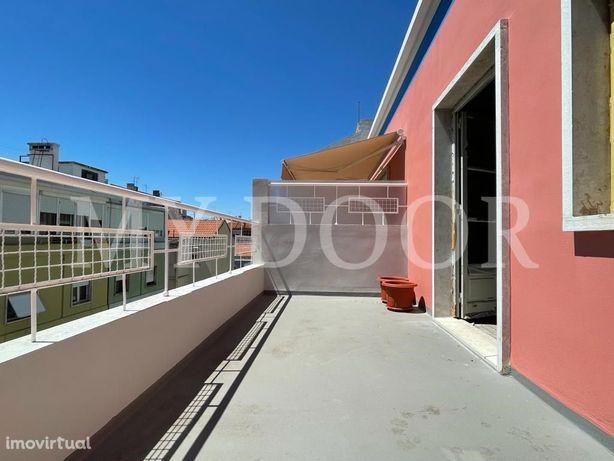 Apartamento T2 em Moscavide - Terraço 10m2 - 3º Andar c/ ...