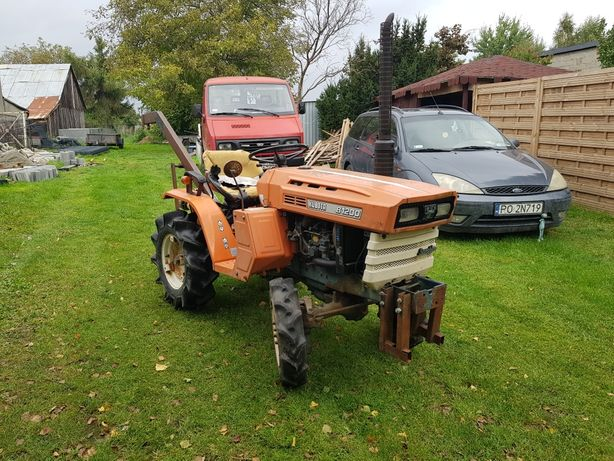 Minitraktor Kubota B1200 4x4 + wiertnica /świder