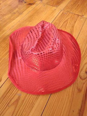 Красная ковбойская шляпа в паетках
