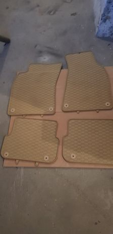 Beżowe dywaniki gumowe Audi A6C6