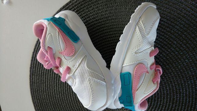 Adidasy dla dziewczynki Nike, rozm 23,5 biało różowe