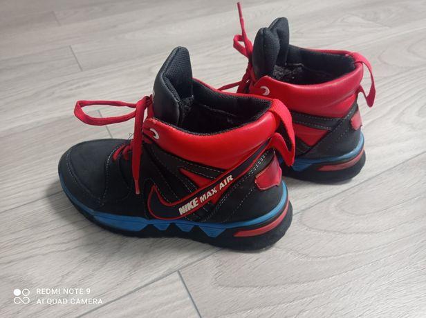 Зимові шкіряні кросівки чоботи ботинки