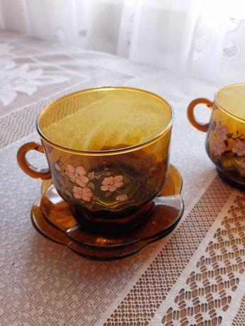 Посуд: стакани, сервізи, тарілки, кришталь